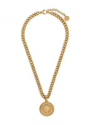 Колье с кулоном-монетой головой Медузы Versace. Цвет: золотистый