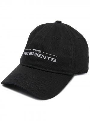 Бейсболка с логотипом VETEMENTS. Цвет: черный
