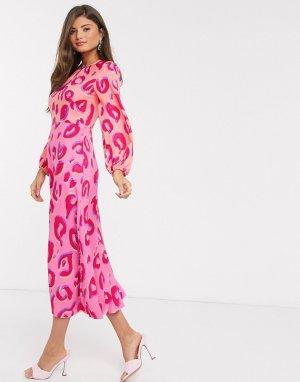 Платье мидакси со сборками и леопардовым принтом -Розовый Closet London