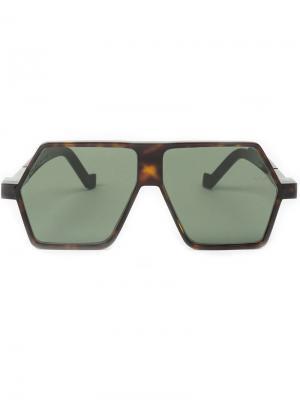 Солнцезащитные очки с угловатой оправой Vava. Цвет: коричневый