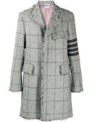 Клетчатое пальто с полосками 4-Bar Thom Browne. Цвет: серый