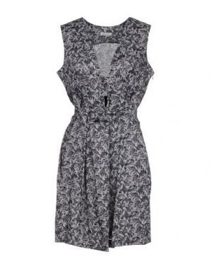 Короткое платье EMMA COOK. Цвет: серый