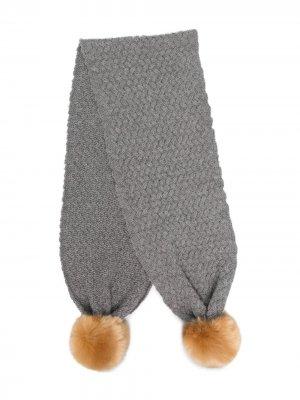 Шарф крупной вязки с помпонами Hucklebones London. Цвет: серый