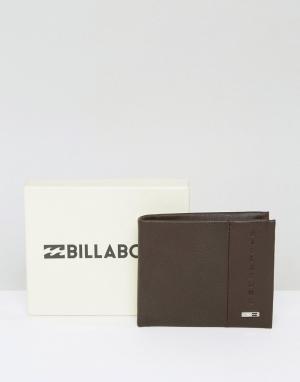 Коричневый кожаный бумажник Billabong. Цвет: коричневый