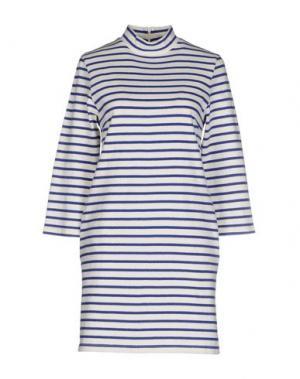 Короткое платье WOOD. Цвет: белый