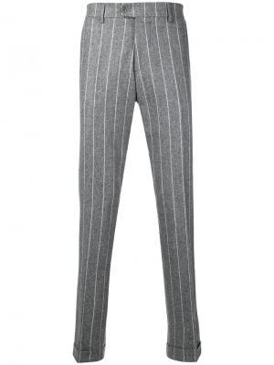 Классические брюки в полоску Berwich. Цвет: серый