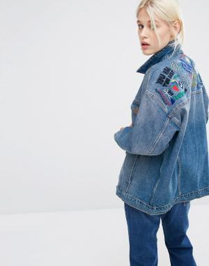 Джинсовая куртка из органического хлопка с вышивкой Monki. Цвет: синий