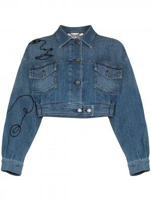 Джинсовая куртка с вышивкой Moschino. Цвет: синий