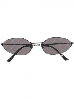 Солнцезащитные очки в овальной оправе с логотипом Balenciaga Eyewear. Цвет: черный