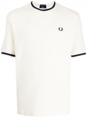 Фактурная футболка из ткани пике FRED PERRY. Цвет: белый