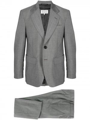 Костюм с однобортным пиджаком Maison Margiela. Цвет: серый