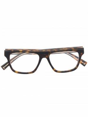 Солнцезащитные очки черепаховой расцветки Givenchy Eyewear. Цвет: коричневый