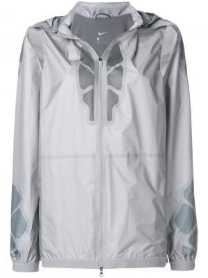 Ветровка с капюшоном из коллекции Gyakusou Nike. Цвет: серый