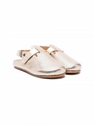 Туфли с перфорацией и ремешком на пятке Pèpè. Цвет: золотистый