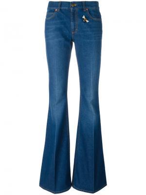 Расклешенные джинсы с вышивкой Gucci. Цвет: синий
