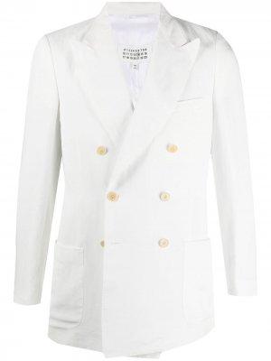 Двубортный пиджак с заостренными лацканами Maison Margiela. Цвет: белый
