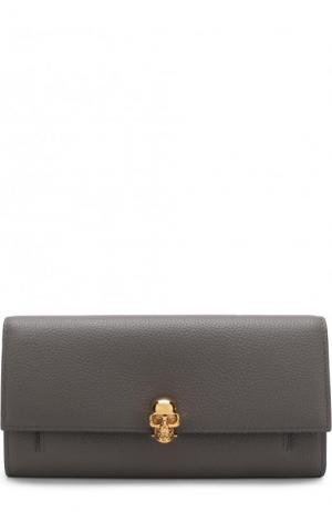 Кожаный кошелек с черепом на цепочке Alexander McQueen. Цвет: серый