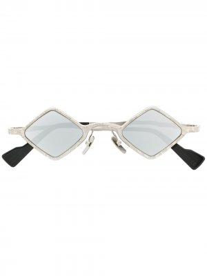 Солнцезащитные очки в металлической оправе Kuboraum. Цвет: серый