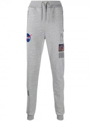 Зауженные спортивные брюки NASA Alpha Industries. Цвет: серый